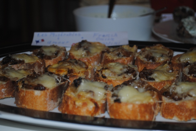 french onion crostini from Feed Me Phoebe