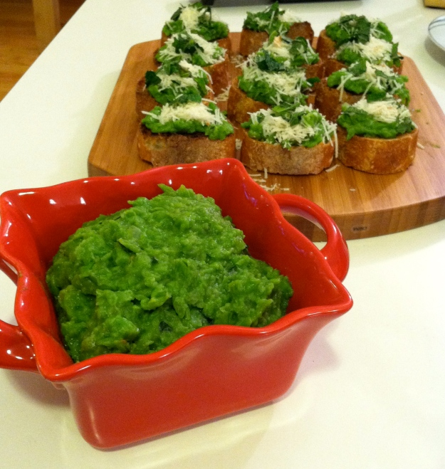 sweet pea crostini from Big Girls Small Kitchen